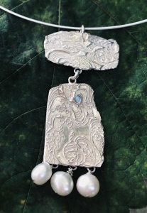 Swinging Two-piece Pendant